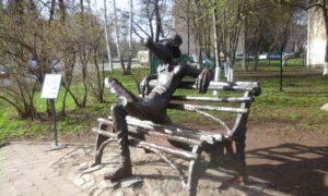 Памятник крокодилу.